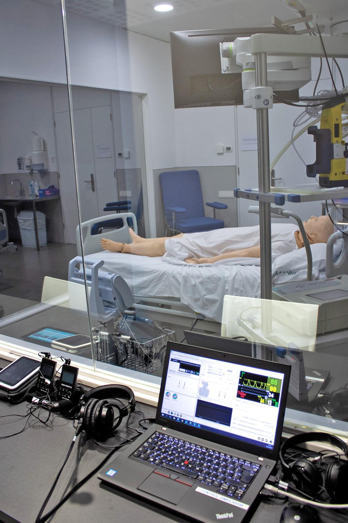 Sala de simulació i pràctiques de la Clínica Universitària de la FUB.