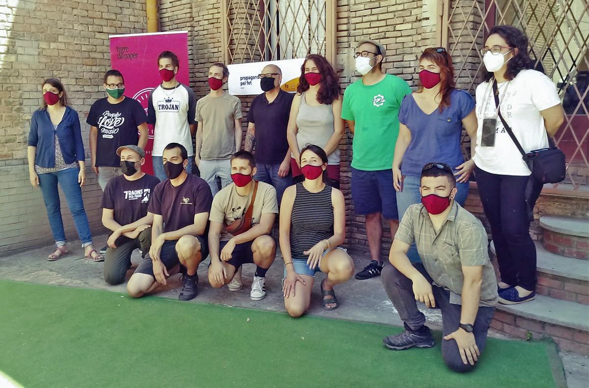 Foto de grup de les dues cooperatives, a l'Anònima.