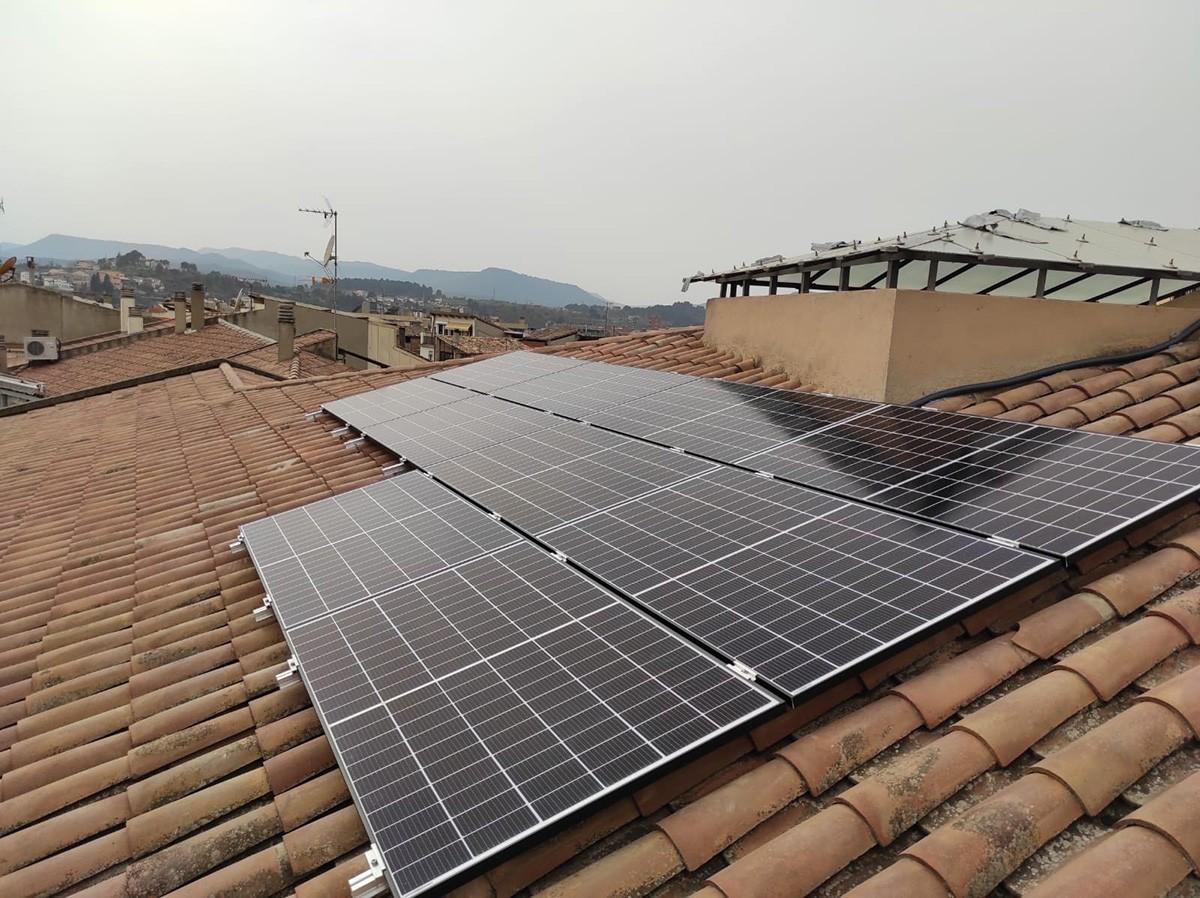 Instal·lació fotovoltaica a la teulada de la Plana de l'Om, 6.